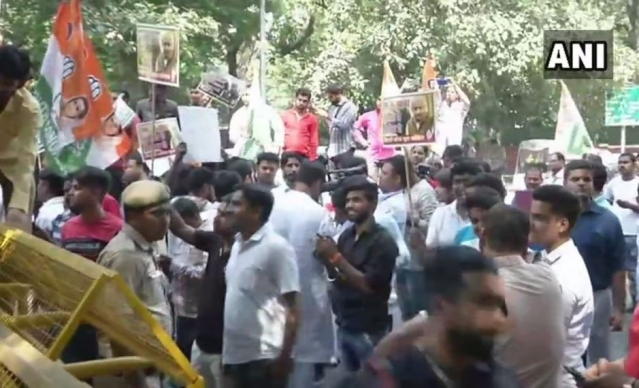 Members of Youth Congress stage protest outside MJ Akbar's residence.