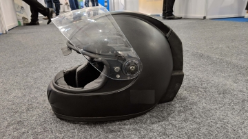 Smart helmet with an air purifier? This is the one.