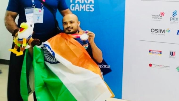 Farman Basha claimed the silver In the 49 kg men's powerlifting event
