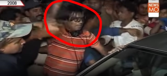 A screenshot from the video showing the attack on Tanushree Dutta's car.