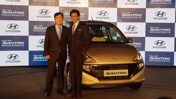 Hyundai brand ambassador and actor Shah Rukh Khan with Y K Koo, MD & CEO, Hyundai India at the launch of the 2018 Hyundai Santro.