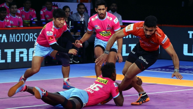 U Mumba, after forcing the second all out with 14 minutes gone on the clock, extended their lead to 19-4.