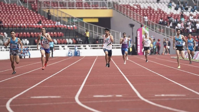 Avnil Kumar (centre) in action in the men's 400m (T13 category) at Para Asian Games 2018 in Jakarta.