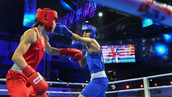 India's Sonia Chahal in action against Bulgarian Stanimira Petrova (Red) in the women's light flyweight 57 kg category event at AIBA Womens World Boxing Championships, in New Delhi, Monday.