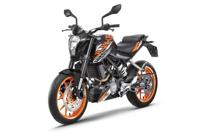 The KTM 125 Duke has different graphics to make it stand out from its 200 cc sibling.