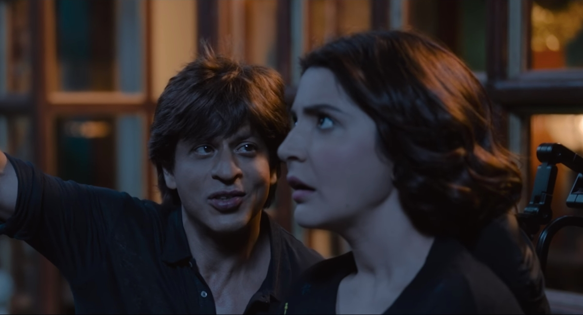 Bauua tries to woo Anushka Sharma's character.