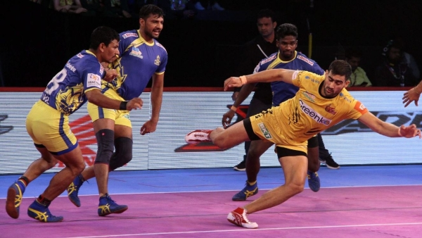 Rahul Chaudhari scored six points for Titans but didn't get enough support.