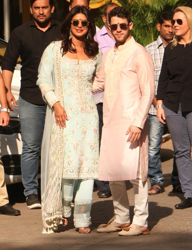 Priyanka and Nick pose for the shutterbugs.