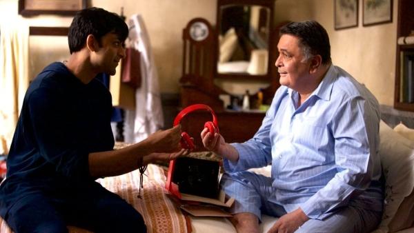 Anirudh Tanwar and Rishi Kapoor in <i>Rajma Chawal</i>.