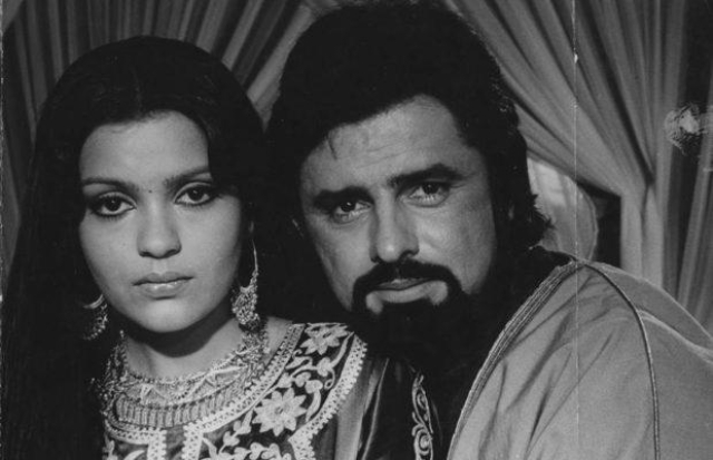 Zeenat Aman with Sanjay Khan worked in several films together and werein a serious relationship from 1977 to 1980.