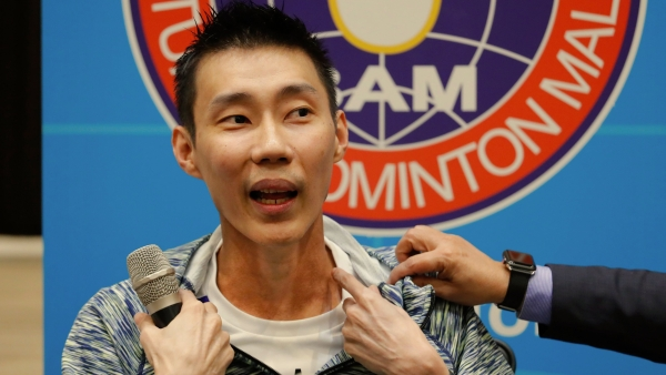 Lee Chong Wei speaks of his battle with cancer at a news conference in Kuala Lumpur
