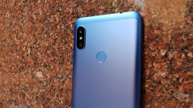 Dual rear vertical cameras on the Redmi Note 6 Pro.