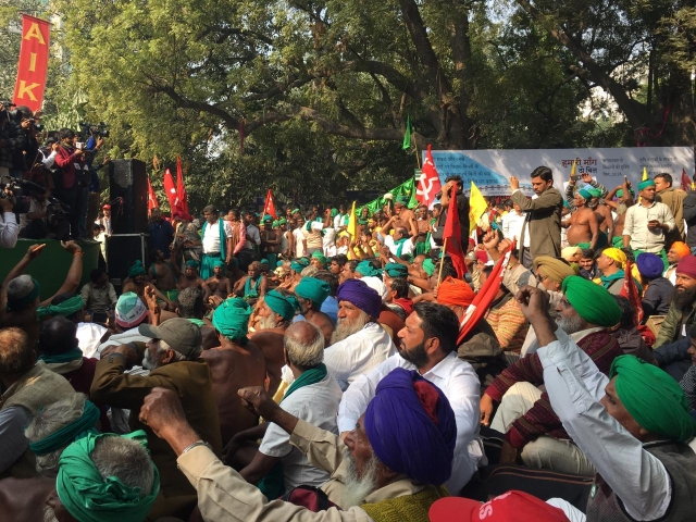 Farmers reach Jantar Mantar to carry forward the second day of protests.