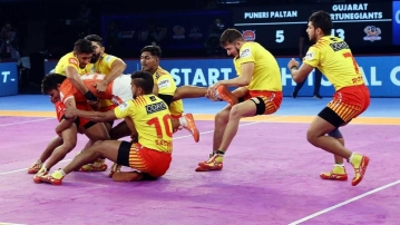 Gujarat Fortunegiants eased to a 35-20 win over Puneri Paltan in Pro Kabaddi Season 6.