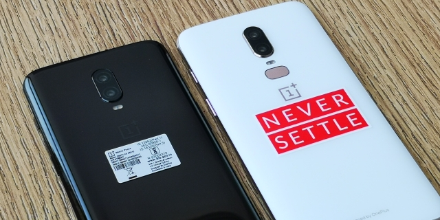 Same 20 and 16-megapixel rear camera sensors on the OnePlus 6T (left)