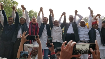 Political leaders, including Rahul Gandhi and Arvind Kejriwal, shared the stage at the Kisan March on Friday, 30 November.