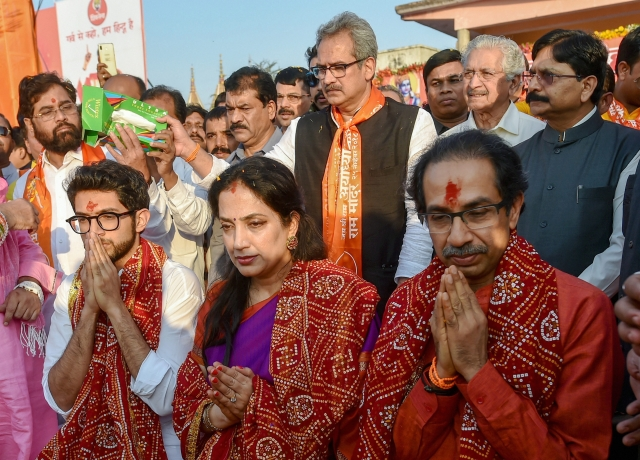 Shiv Sena chief Uddhav Thackeray, Aditya Thackeray and Rashmi Thackeray offer prayers at Lakshman Kila.