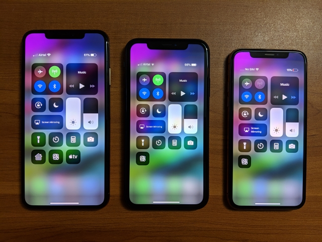 iPhone XS Max (left), iPhone XS (middle) and iPhone XR (right)