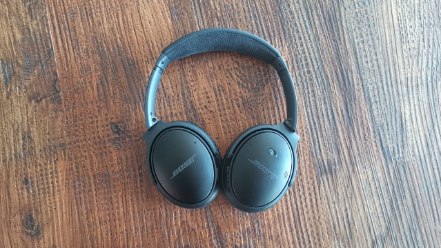 The Bose QC35 II comes with active noise cancellation.