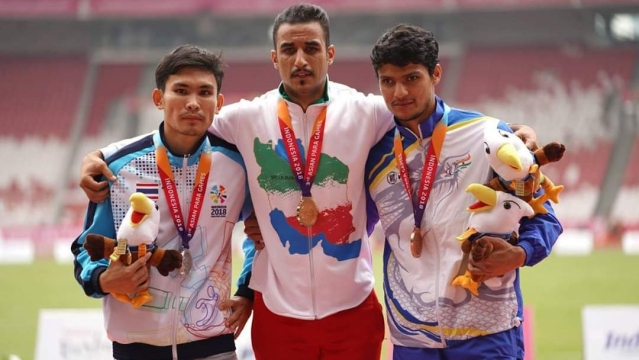 Avnil Kumar (right) at the medal ceremony of the men's 400m in the T13 category at Para Asian Games 2018 in Jakarta.