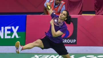 Saina Nehwal lost 18-21, 8-21 to Han Yue of China in the women's singles final of the Syed Modi International Championships.