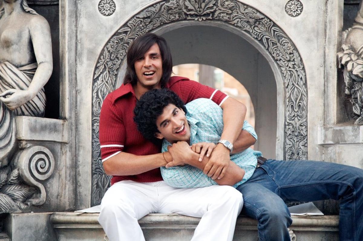 Akshay Kumar and Aditya Roy Kapur in a still from <i>Action Replayy.</i>