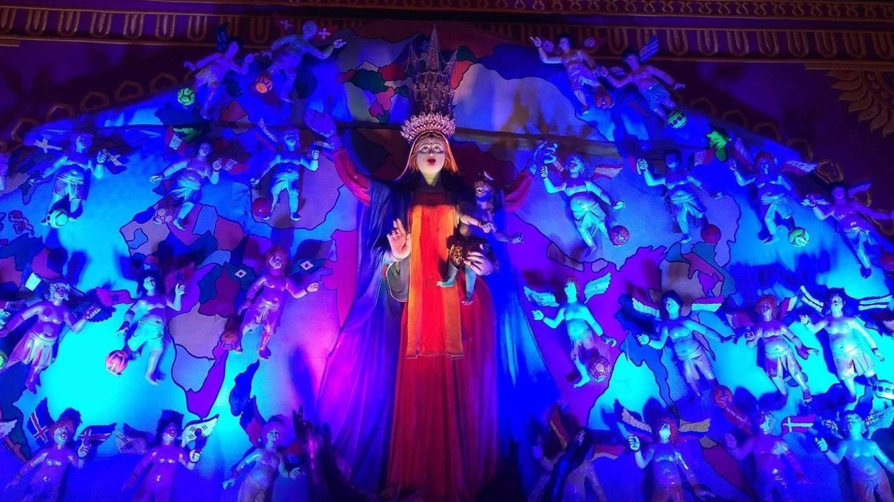 Goddess Kali is Mother Mary's Spitting Image In This Bengal Pandal