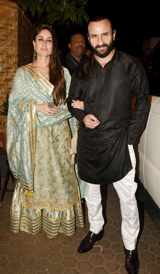 Saif and Kareena arrive at the venue.
