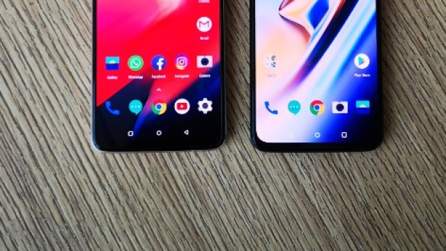 OnePlus 6T (right) has a smaller chin compared to the OnePlus 6 (left)