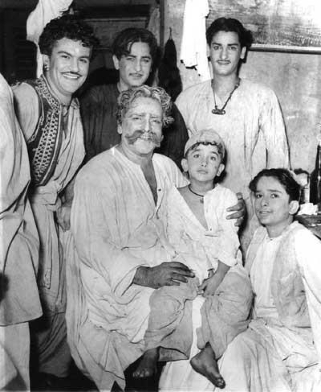 Prithviraj with Raj, Shammi, Shashi and Randhir Kapoor (on his lap).