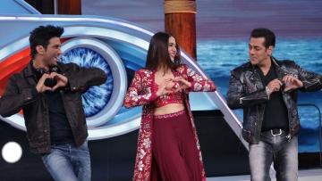 Sushant, Sara and Salman seem to be dancing to <i>Sweetheart </i>from <i>Kedarnath. </i>
