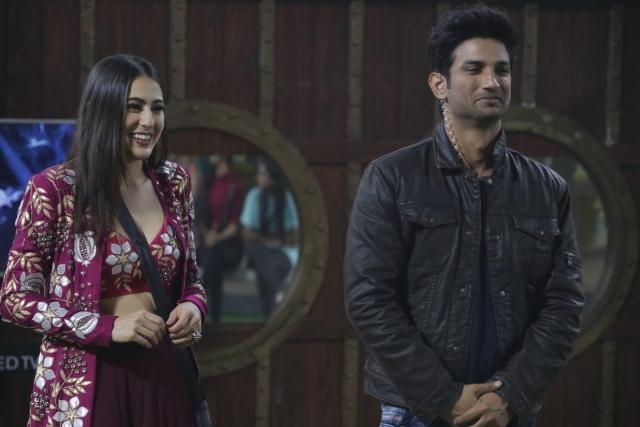 Sara Ali Khan and Sushant Singh Rajput make an appearance on <i>Bigg Boss Weekend Ka Vaar.</i>