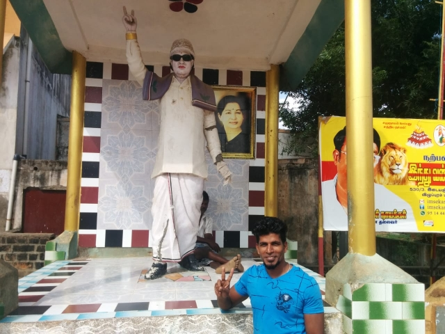 V Suresh at the MGR statue in Edayanchavadi.