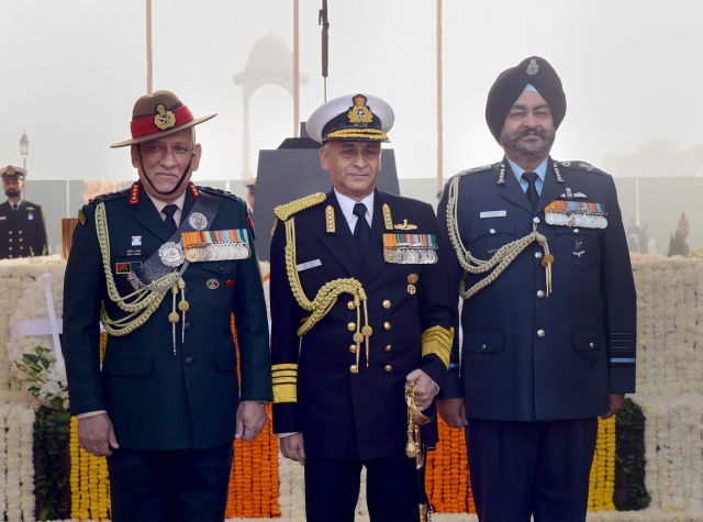 (LtoR) Chief of Army Staff General Bipin Rawat, Chief of Naval Staff Admiral Sunil Lanba and Chief of Air Staff Air Chief Marshal BS Dhanoa on the occasion of Navy Day at Amar Jawan Jyoti, India Gate, in New Delhi.