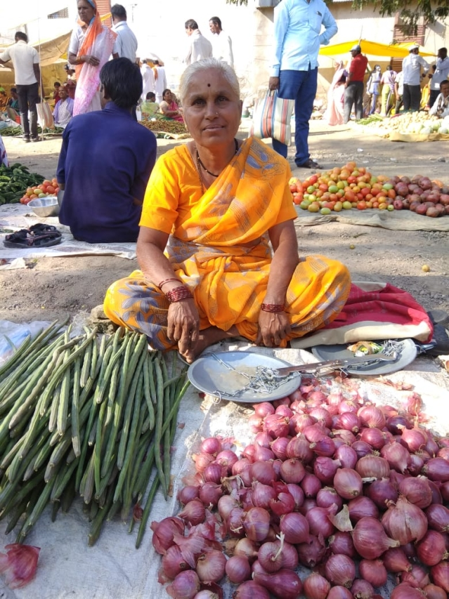 Sarda from Bhondavewadi at the local haat in Dhawalpuri.