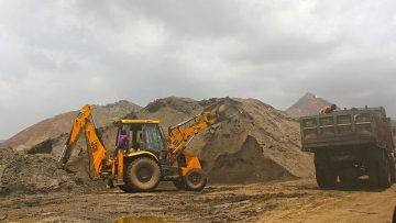 Despite Jodhpur High Court and Supreme Court orders which banned illegal sand mining, locals have told The Quint that it continues unabated.