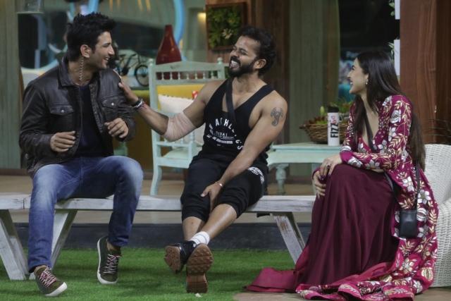 Sreesanth, Sushant Singh Rajput and Sara Ali Khan share some laughs.