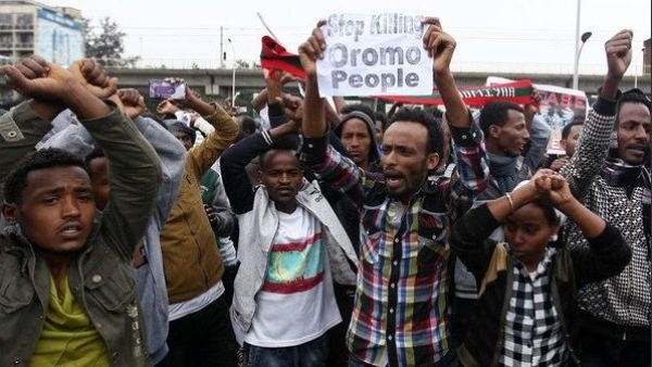 Repeated clashes have been threatening Ethiopia's delicate balance. In this October 2017 photo, demonstrators protest against the clashes.