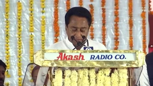 Watch: Kamal Nath Takes Oath as  CM in Presence of Rahul, Manmohan