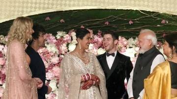 Priyanka and Nick Jonas share a light-hearted moment with Prime Minister Modi.