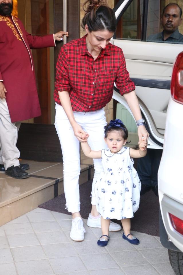 Inaaya Kemmu looks adorable with mom Soha Ali Khan