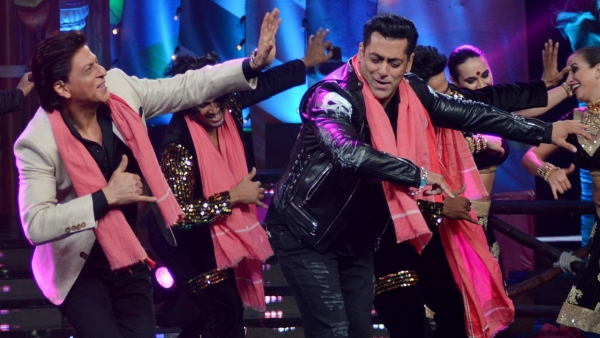 Shah Rukh and Salman dance together on the sets of <i>Bigg Boss</i>.