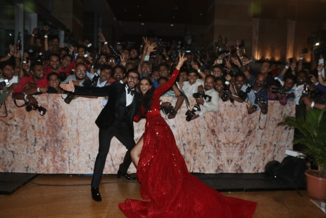 Ranveer and Deepika pose with the photographers.
