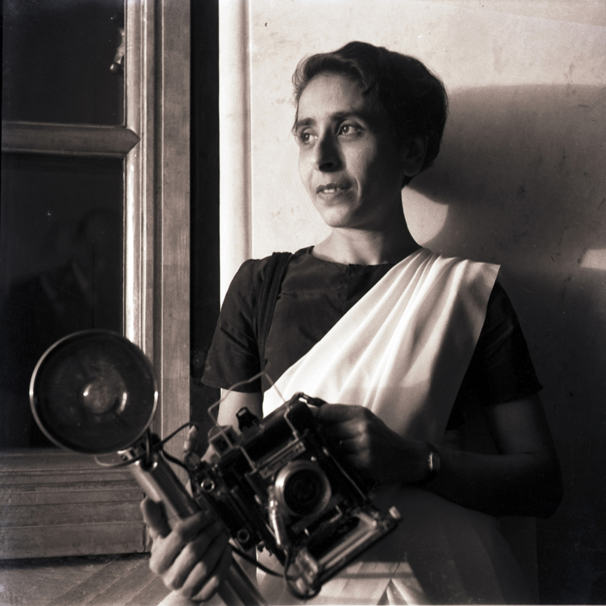 Homai with her wooden  Speed Graphic Pacemaker camera