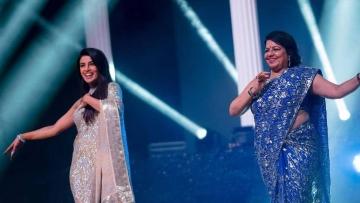 Priyanka and her mom Madhu Chopra perform on a dance number.