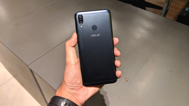 The Zenfone Max M2 comes with a dual camera setup on the rear.