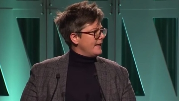 Hannah Gadsby at <i> T</i><i>he Hollywood Reporter'</i>s '2018 Women in Entertainment' gala.