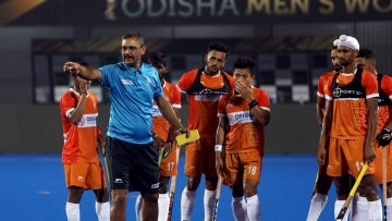 Harendra Singh has been sacked as the men's national coach and will now once again coach the Indian junior team.