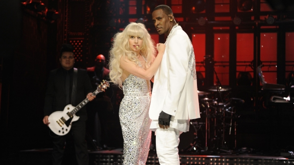 Lady Gaga performs with R Kelly.