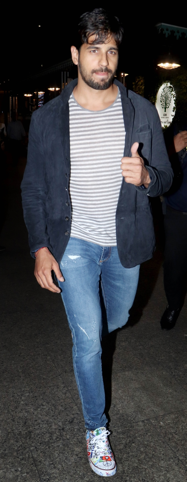 Sidharth Malhotra spotted at the airport.
